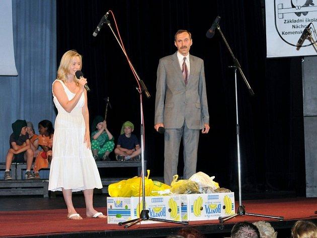 DAROVANÉ BOTY zaplnily tři krabice od banánů