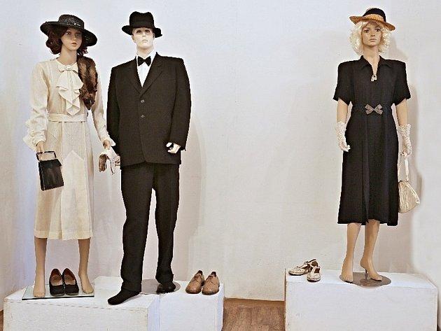 V náchodském regionálním muzeu se koná sbírka ošacení a doplňků z období protektorátu.