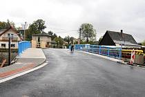 Do zkušebního provozu byl dán nově zrekonstruovaný most na dolním konci u restaurace U Hanušů ve Velkém Poříčí.