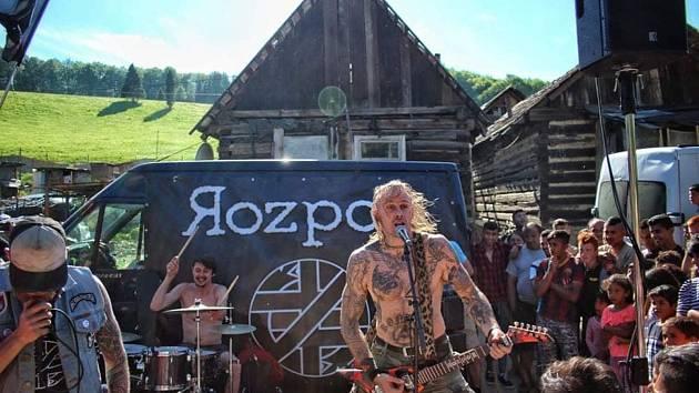 Bezpochyby velkým lákadlem pro všechny příznivce punku bude kapela Rozpor (na snímku), která na festival přijede z Bratislavy a svým hudebním nasazením hodlá roztančit celý areál.