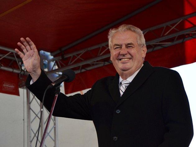 Návštěva prezidenta Miloše Zemana v Náchodě na Masarykově náměstí.