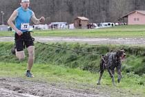 TOMÁŠ MERTA se svým psem Rayem na trati evropského šampionátu ve francouzském Lamotte-Beuvron.