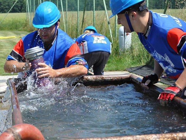 MUŽI NAHOŘAN předvedli totální chybu při nabírání vody a skončili hluboko v poli poražených.