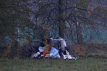 Provizorní obydlí zavražděného bezdomovce.