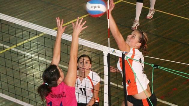 Prvoligové juniorky se poprvé v sezoně představily doma (v útoku) a Třebechovice smetly dvakrát 3:0.