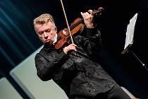 VYSTOUPENÍ JAROSLAVA SVĚCENÉHO a Miloslava Klause symbolicky zahájilo letošní 12. ročník hudebního festivalu Za poklady Broumovska.