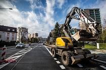 Dokončování rekonstrukce silnice z Náchoda na Polsko.