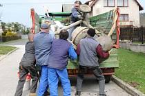 """Hronovští dobrovolní hasiči pořádají každý rok v tuto dobu """"Železnou sobotu""""."""