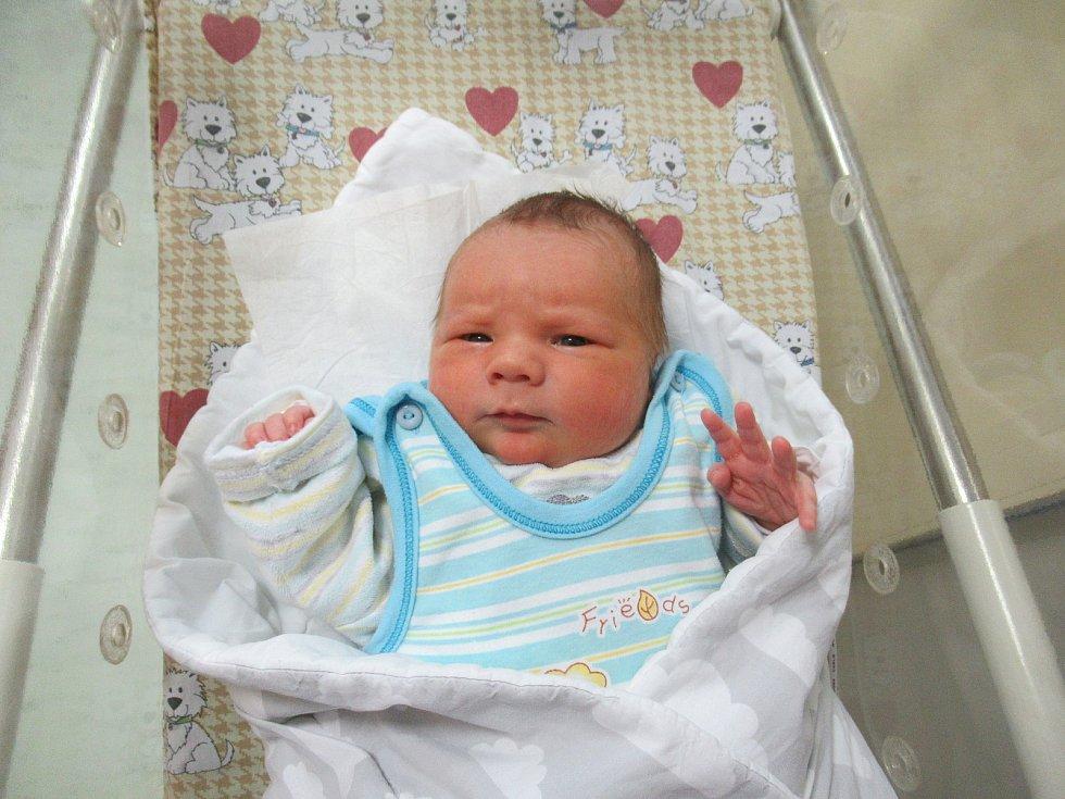 Antonín vykoukl na svět ve středu 6. ledna 2021 ve 21:07 hodin. Chlapeček po narození vážil 3,82 kg a měřil 50 cm.