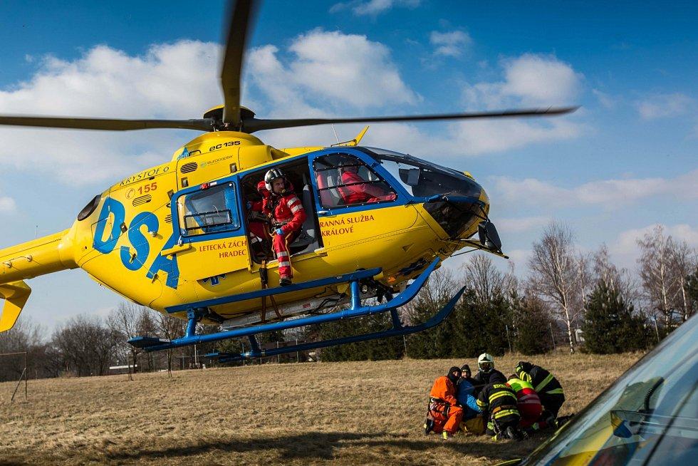 Vrtulník zachraňoval bruslaře na Rozkoši