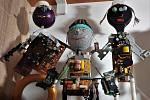 Výstava Roboti ze sběráku je k vidění vhospodě U Konvalinků na Husově náměstí v České Skalici.