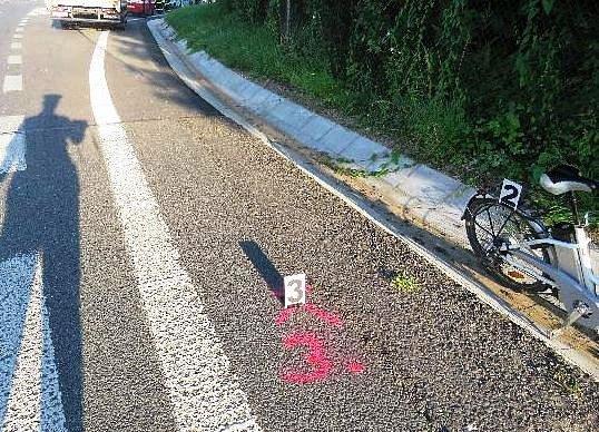 Náklaďák smetl cyklistku
