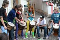 Workshop hry na africké bubny.
