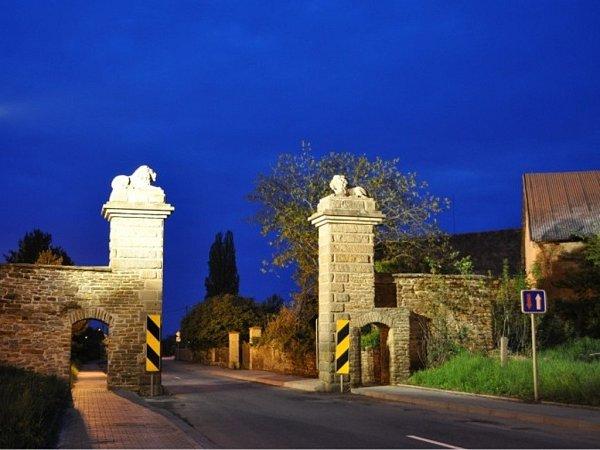 Brána vNahořanech.