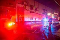 Čtyři jednotky hasičů byly zalarmovány kvůli oznámenému požáru vytápěcí jednotky skladovací haly uvnitř areálu jedné firmy vŘíkově.