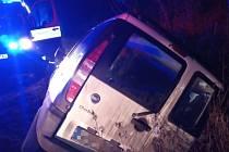 Auto skončilo v příkopu a jeden člověk v nemocnici.