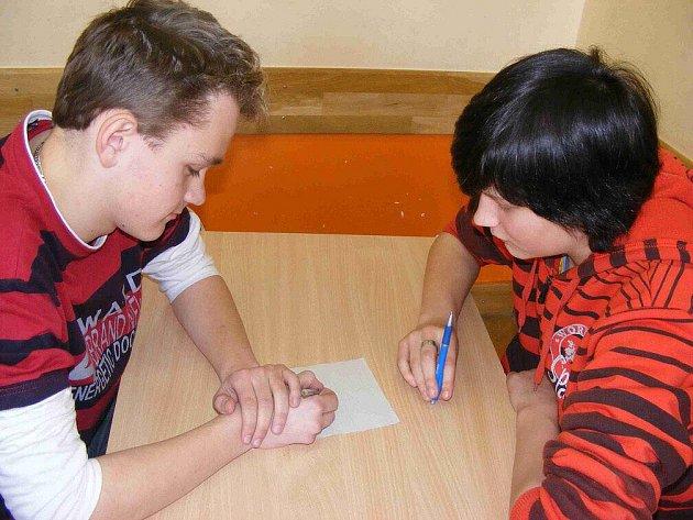 Na Základní škole Komenského v Náchodě se uskutečnil turnaj v piškvorkách.