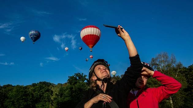 Horkovzdušné balóny startovaly z Ratibořic na Náchodsku. Akce nazvané 25 balónů nad vodní nádrží Rozkoš se zúčastnili vzduchoplavci z České republiky a Německa.