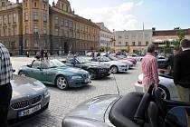 Ze srazu BMW Z3 na hronovském náměstí.