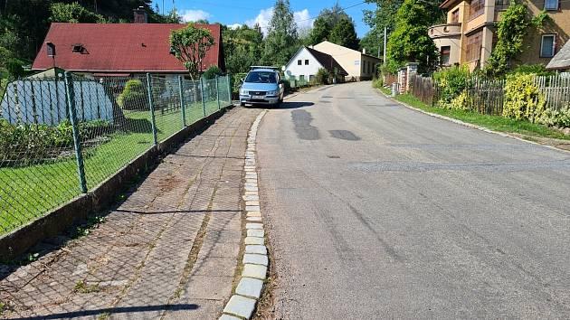Nový chodník v délce 523 metrů zabezpečí oddělením pěší a silniční dopravy především bezpečný pohyb chodců v ulici Ryšavého. Foto: Archiv MěÚ Náchod