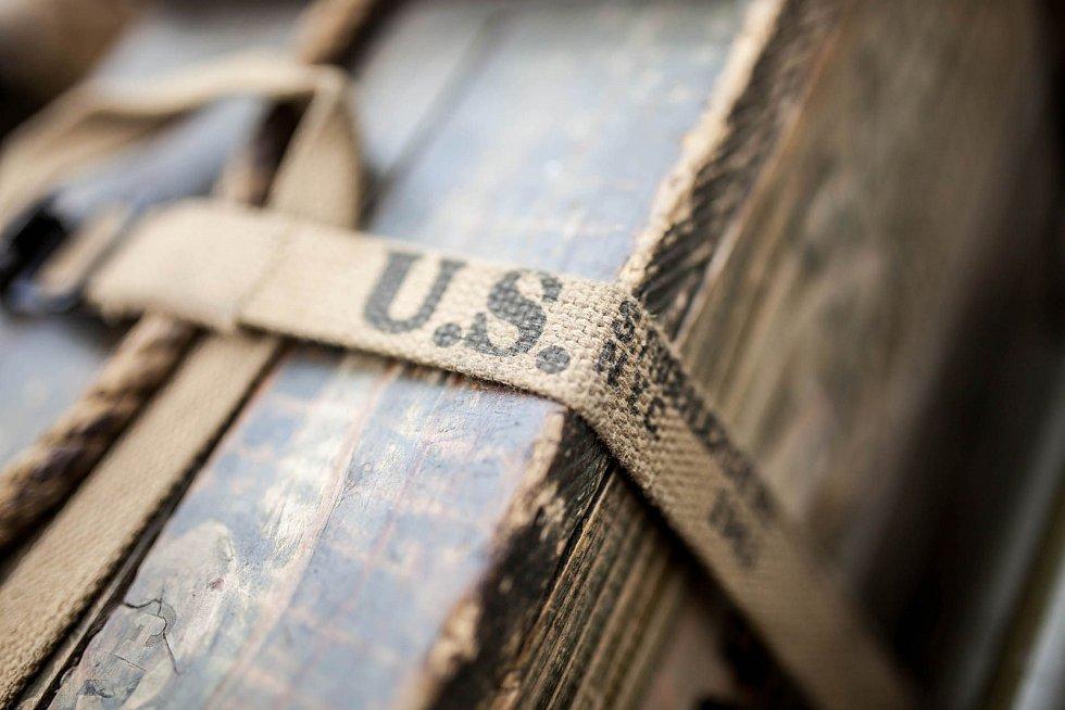 """ODHALENÍ pamětní desky a """"Američany"""" u lázní mohli spatřit návštěvníci Velichovek."""