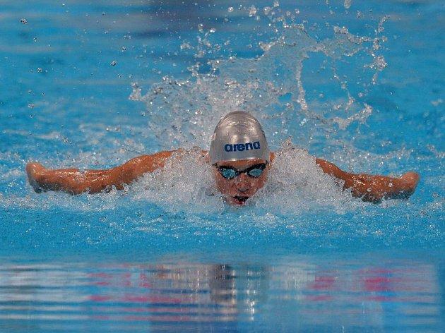 PLAVEC náchodského Delfínu Pavel Janeček si na domácím šampionátu v Pardubicích vyplaval dvě zlata z obou polohových tratí.