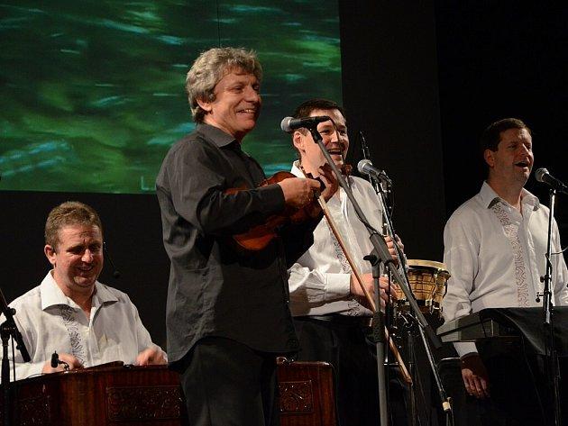 HRADIŠŤAN s uměleckým vedoucím Jiřím Pavlicou zpíval o přírodě, duši i lásce.