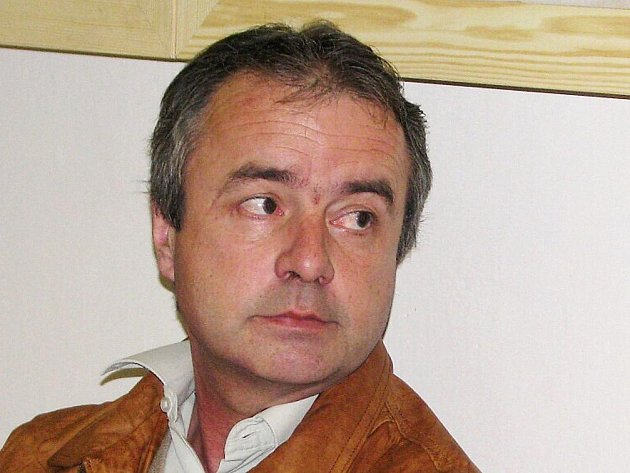 Miroslav Zlámal, chirurg s 26letou lékařskou praxí, z Nového Města nad Metují ordinoval s 4,16 promile alkoholu v krvi. Nyní mu hrozí až tříleté vězení nebo peněžitý trest.