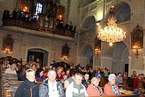 NOC KOSTELŮ přilákala do broumovského svatostánku několik desítek návštěvníků.