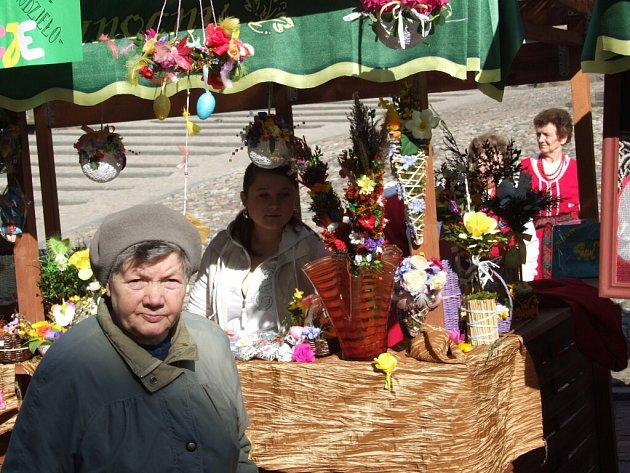Náměstí v Klodzku ožilo velikonočním jarmarkem, který přilákal i mnoho Čechů.