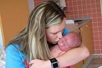 MATOUŠ HRÁBEK se narodil 5. července 2011 v 18:29 hodin s váhou 3785 g a délkou 51 cm. S rodiči Terezou a Janem, a se sestrou Natálkou (2,5), má domov v Hronově.