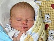 PETR ŠTURM potěšil svým příchodem na svět rodiče Terezu a Petra z Police nad Metují. Chlapeček se narodil 19. září 2017 ve 13.52 hodin, vážil 3870 gramů a měřil 51 centimetrů. Doma se na brášku těšila téměř tříletá sestřička Emička.
