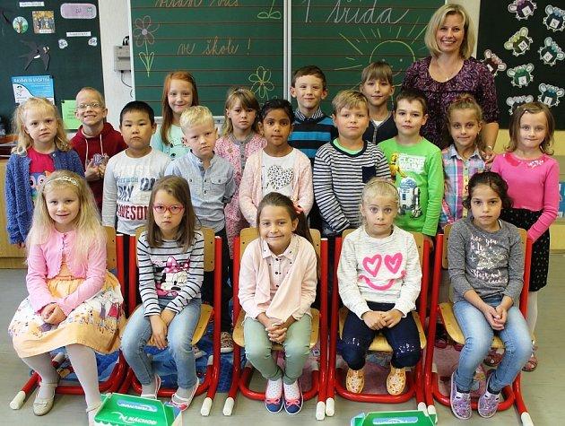 Žáci 1.třídy ze ZŠ 1.máje 365vNáchodě Bělovsi spaní učitelkou Lucií Ťokanovou.