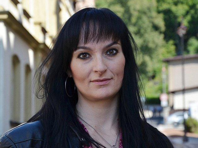 Nina Adlof.