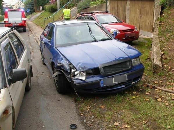 Bez zranění se obešla nehoda dvou osobních vozidel, ke které došlo vneděli odpoledne vobci Jetřichov.