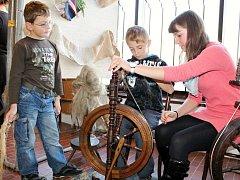 Jak krtek ke kalhotám přišel - interaktivní program v Muzeu textilu v České Skalici.