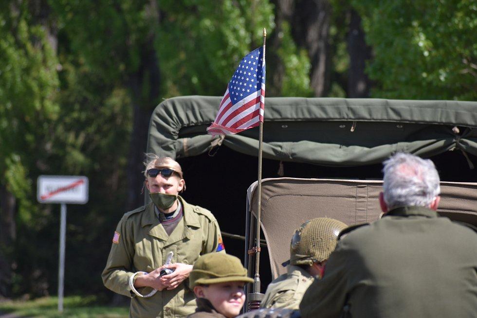 I přes všechny zákazy a omezení považovali příznivci vojenské historie za důležité připomenout 25. výročí Mise Velichovky a zachovat tak kontinuitu navzdory tomu, že jim okolnosti nepřály.
