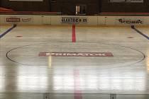 Ledová plocha na zimním stadionu v Náchodě.