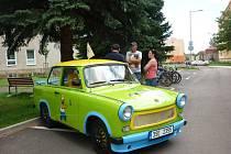 O víkendu se konala už 12. Trabi show. Akce proběhla převážně v Radvanicích, ale lidé mohli desítky trabantů spatřit i během spanilé jízdy po Broumovsku.