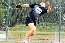 UKRAJINSKÝ diskař Ivan Panasiuk dokázal navázat na své loňské vítězství ve Velké ceně. Letos mu na prvenství stačil hod do vzdálenosti 57,70 metru.