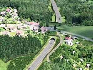 VIZUALIZACE OBCHVATU. Stavba, která odkloní především nákladní dopravu z centra města, je klíčová nejen pro Královéhradecký kraj, ale i celou Českou republiku. Vyřeší řadu problémů spojených s tranzitní dopravou.