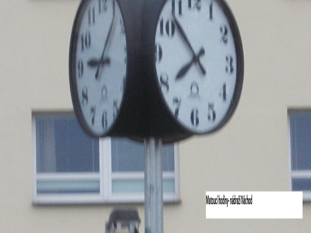 Matoucí hodiny v Náchodě.