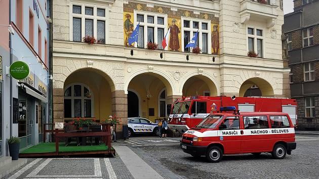 Z radnice se valil dým, sousedé zavolali hasiče.