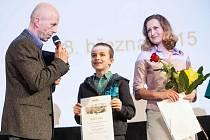 MODERÁTOR akce Aleš Žďárský zpovídá nadějného plavce Matěje Vrzáčka.