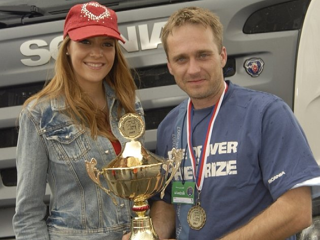 Šofér Roman Ryšavý (vpravo).
