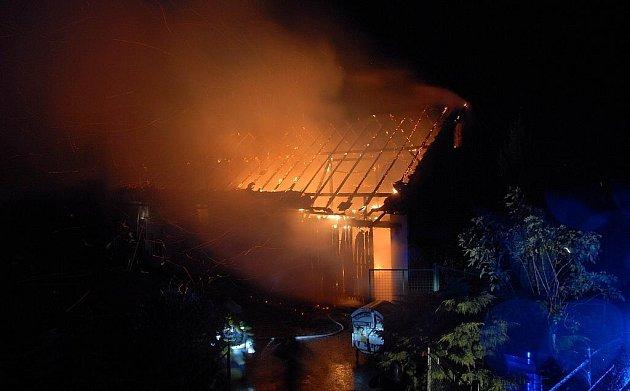 Požár domu v obci Kleny.
