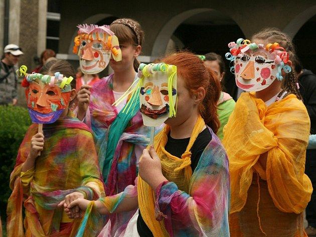 Na festivalu báchorek a pověstí v  Bardu se představily české  a také polské děti.