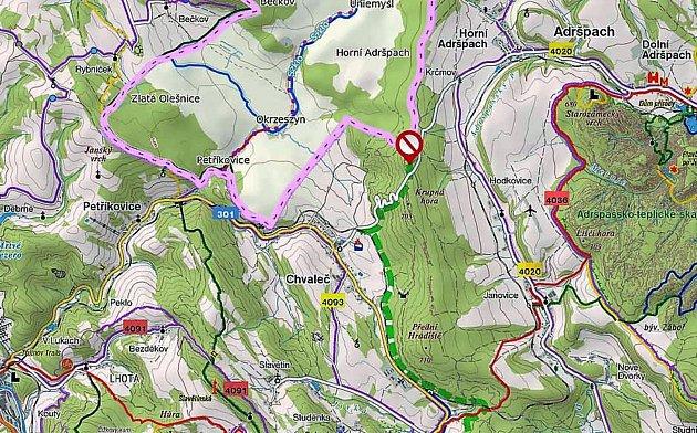 Silnici mezi Adršpachem a Chvalčí uzavřeli závorami, objížďka vede přes Radvanice.