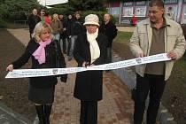 Slavnostním přestřižením pásky byla oficiálně ukončena realizace stavebních úprav chodníku v ulici T. G. Masaryka