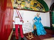 Ve vinárně hotelu U Beránka v Náchodě vystavili voskové figuríny slavných historických postav našich dějin.